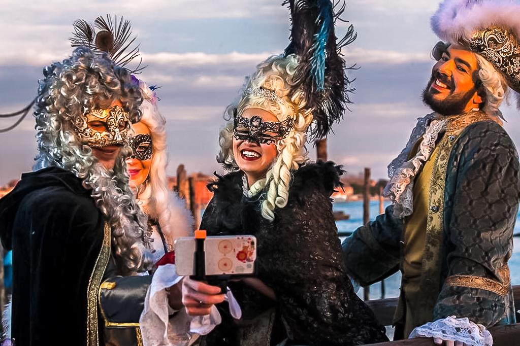 Красочный карнавал в Венеции